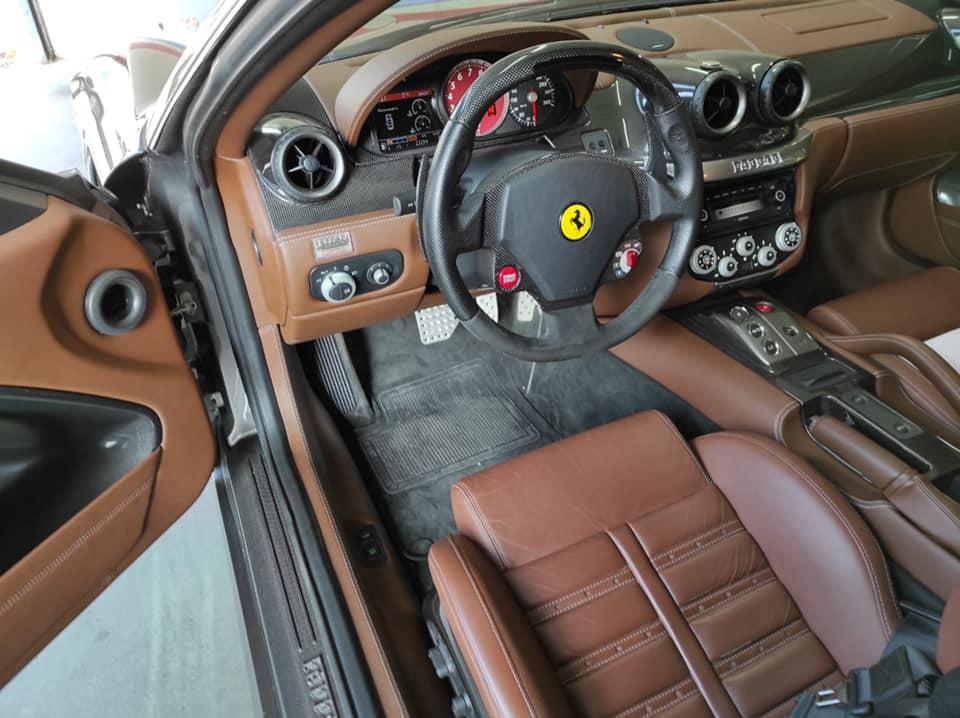 Ferrari 599 Vue intérieur contrôlée au Contrôle technique automobile, contrôle technique camping cars et contrôle technique utilitaires jusqu'à 3.5 T à Varades