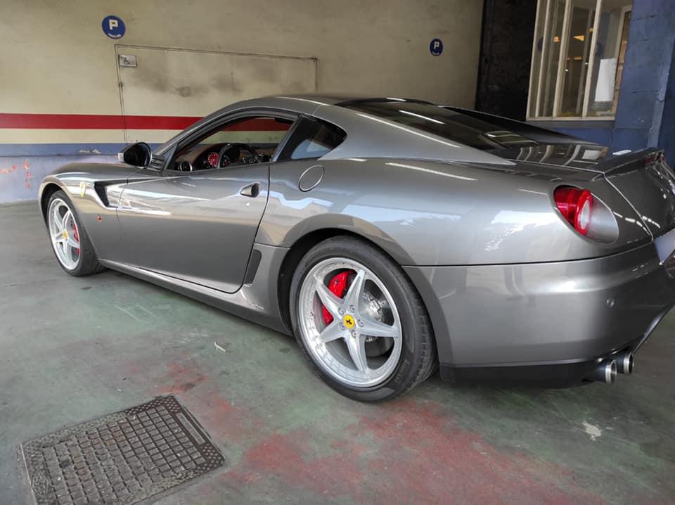 Ferrari 599 Vue côté gauche contrôlée au Contrôle technique automobile, contrôle technique camping cars et contrôle technique utilitaires jusqu'à 3.5 T à Varades