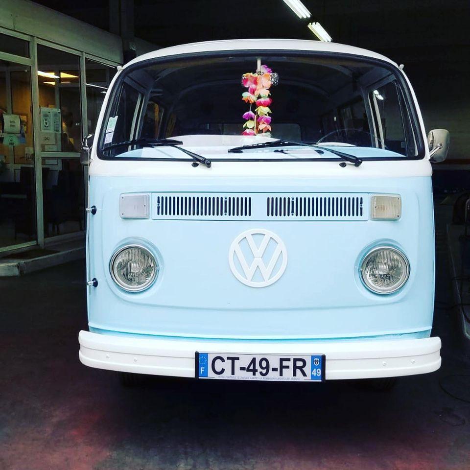 Volkswagen combi Type 2 de 1975 Vue de face contrôlée au Contrôle technique automobile, contrôle technique camping cars et contrôle technique utilitaires jusqu'à 3.5 T à Angers rue Volney