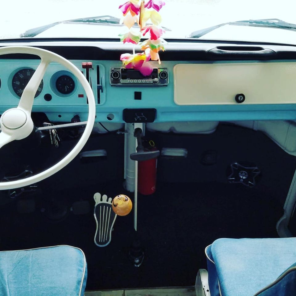 Volkswagen combi Type 2 de 1975 Vue tableau de bord contrôlée au Contrôle technique automobile, contrôle technique camping cars et contrôle technique utilitaires jusqu'à 3.5 T à Angers rue Volney