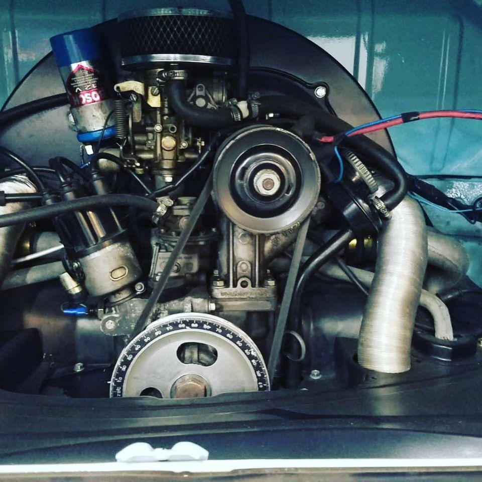 Volkswagen combi Type 2 de 1975 Vue du moteur contrôlée au Contrôle technique automobile, contrôle technique camping cars et contrôle technique utilitaires jusqu'à 3.5 T à Angers rue Volney