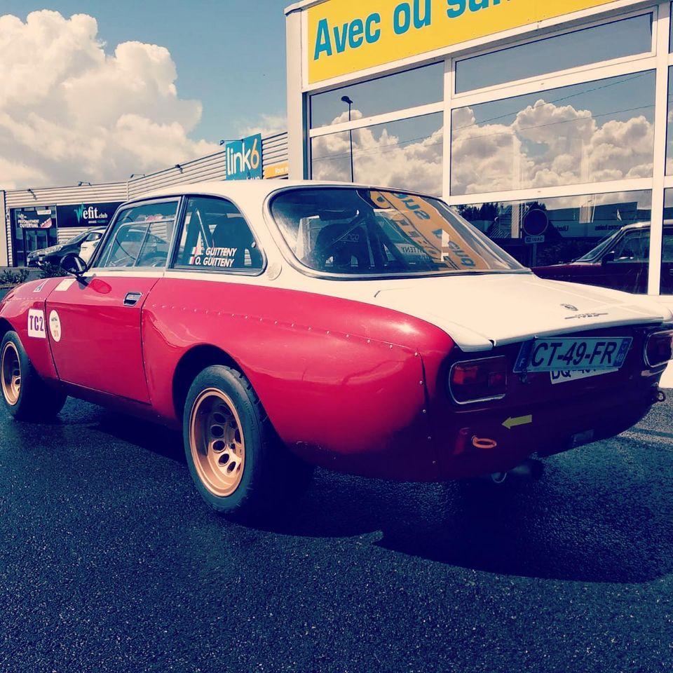 Alfa 1750 GTAM de 1969 Vue 3/4 arrière contrôlée au Contrôle technique automobile, contrôle technique camping cars et contrôle technique utilitaires jusqu'à 3.5 T à Varades