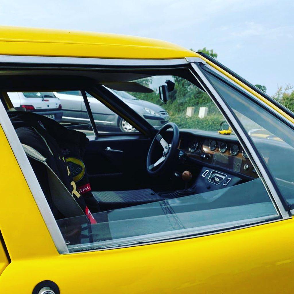 Lotus Europa Vue intérieur contrôlée au Contrôle technique automobile, contrôle technique camping cars et contrôle technique utilitaires jusqu'à 3.5 T à La Pommeraye