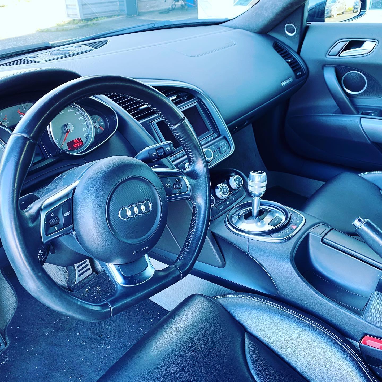 Audi R8 Type 42 Vue d'intérieur contrôlée au Contrôle technique automobile, contrôle technique camping cars et contrôle technique utilitaires jusqu'à 3.5 T à La Pommeraye
