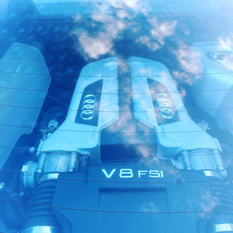 Audi R8 Type 42 Vue moteur contrôlée au Contrôle technique automobile, contrôle technique camping cars et contrôle technique utilitaires jusqu'à 3.5 T à La Pommeraye