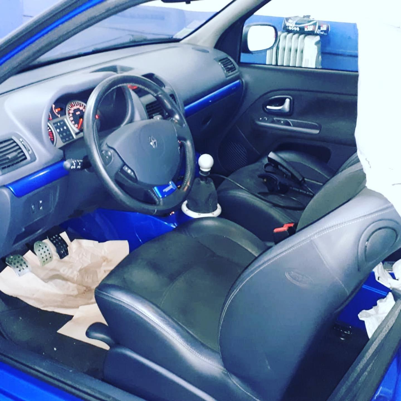 Clio V6 Vue d'intérieur contrôlée au Contrôle technique automobile, contrôle technique camping cars et contrôle technique utilitaires jusqu'à 3.5 T à Angers rue Volney