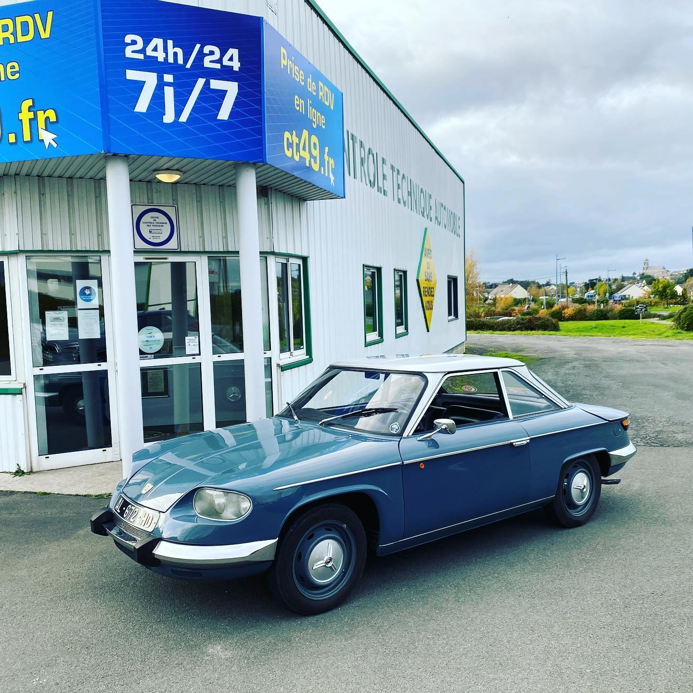 Panhard 24 Vue du côté avant gauche contrôlée au Contrôle technique automobile, contrôle technique camping cars et contrôle technique utilitaires jusqu'à 3.5 T à Montjean-sur-Loire