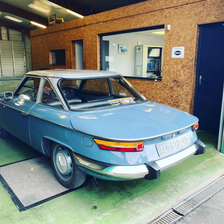 Panhard 24 Vue de côté arrière gauche contrôlée au Contrôle technique automobile, contrôle technique camping cars et contrôle technique utilitaires jusqu'à 3.5 T à Montjean-sur-Loire