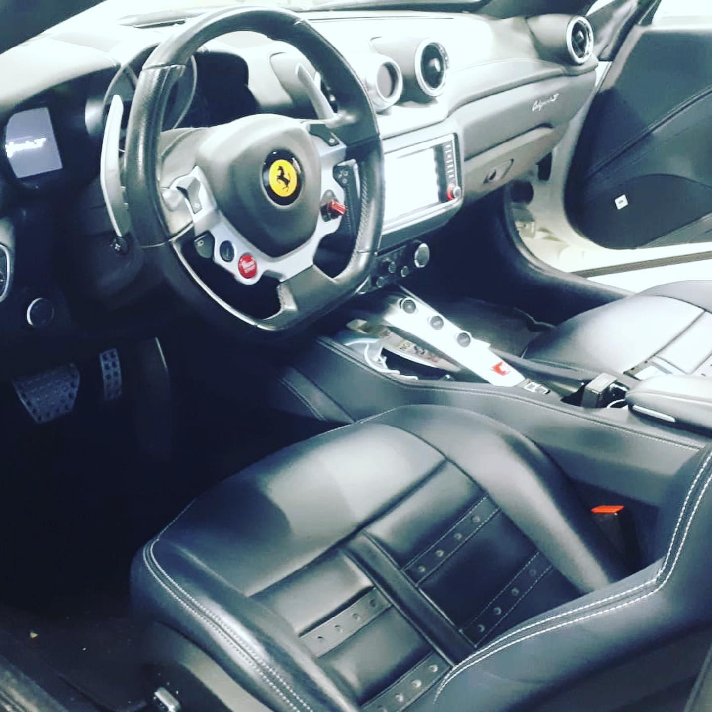Ferrari California 2014 Vue d'intérieur contrôlée au Votre centre de contrôle technique automobile, camping cars et utilitaires jusqu'à 3.5 T à Angers, quartier du Carré d'Orgemont, 2 rue du petit damiette.<br>Accueil, explications et services de qualité. Parking et salle d'attente. Réservation en ligne immédiate sans CB.